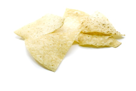 옥수수 토틸라 칩 흰색 배경에 쌓여.