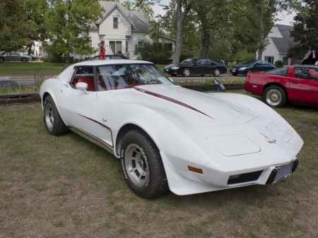 WAUPACA, WI - AUGUST 25: White 1977 Corvette classic car at the 10th Annual Waupaca Rod & Classic Car Club Car Show on August 25, 2012 in Waupaca, Wisconsin. Stock Photo - 14985856