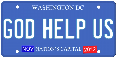 Een imitatie Washington DC kenteken met God Help ons op geschreven en november 2012 stickers. Woorden on Capital de onderkant Nation's. Stockfoto