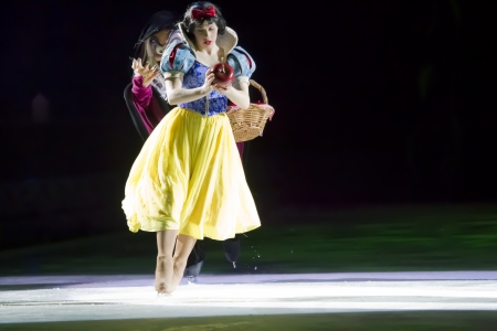 treasure trove: GREEN BAY, WI - MARCH 10: Snow White and Wicked Witch skating at the Disney on Ice Treasure Trove show at the Resch Center on March 10, 2012 in Green Bay, Wisconsin. Editorial