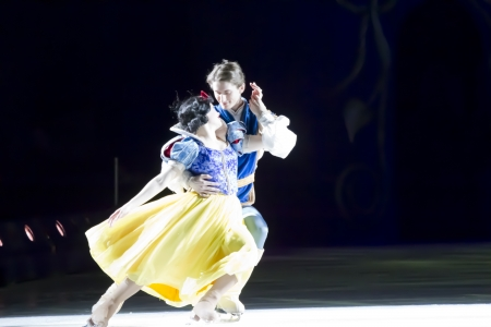 treasure trove: GREEN BAY, WI - MARCH 10: Snow White and Prince Charming skating at the Disney on Ice Treasure Trove show at the Resch Center on March 10, 2012 in Green Bay, Wisconsin. Editorial