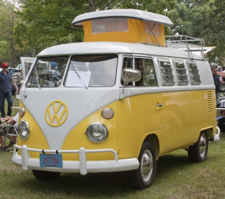 vw: WAUPACA, WI - AUGUST 25:  Full view of Yellow & White 1966 VW Volkswagon Camper van at the 10th Annual Waupaca Rod & Classic Car Club Car Show on August 25, 2012 in Waupaca, Wisconsin. Editorial