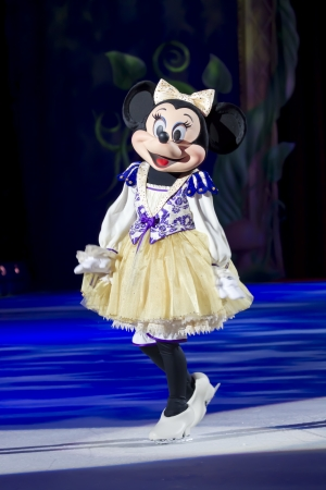 minnie mouse: GREEN BAY, WI - MARCH 10: Minnie Mouse in a purple outfit and skates at the Disney on Ice Treasure Trove show at the Resch Center on March 10, 2012 in Green Bay, Wisconsin. Editorial
