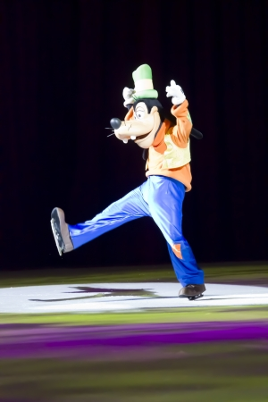 GREEN BAY, WI - MARCH 10: Goofy on skates at the Disney on Ice Treasure Trove show at the Resch Center on March 10, 2012 in Green Bay, Wisconsin. Sajtókép
