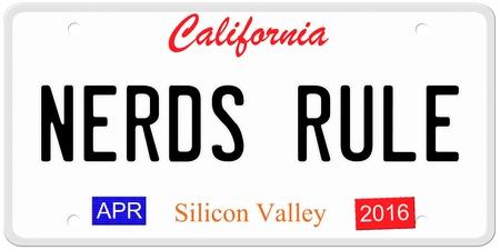 Een imitatie California kenteken met april 2016 stickers en NERDS regel geschreven op het maken van een geweldig concept. Woorden op de bodem Silicon Valley.