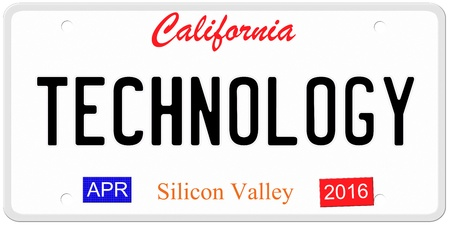 silicio: Una imitaci�n California placa con 4 2016 pegatinas y Tecnolog�a Escrito en lo que es un gran concepto. Palabras en la parte inferior de Silicon Valley.