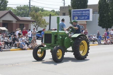 deere: SEYMOUR, WI - AUGUST 4:  Old John Deere Tractor at the Annual Hamburger Festival Parade on August 4, 2012 in Seymour, Wisconsin.