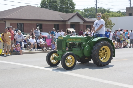 deere: SEYMOUR, WI - AUGUST 4:  Antique John Deere Tractor at the Annual Hamburger Festival Parade on August 4, 2012 in Seymour, Wisconsin. Editorial