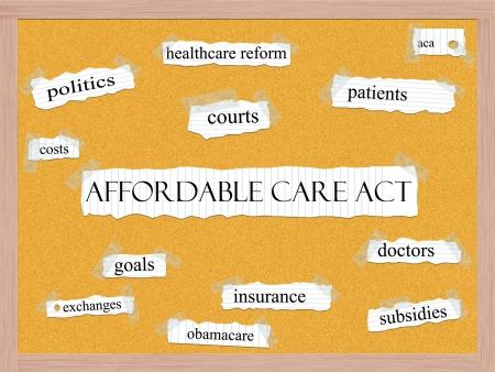 手頃なケア法コルクボード単語概念政治、医療制度改革、医師など偉大な条件で。 写真素材