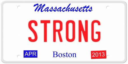 Een imitatie Massachusetts kentekenplaat met april 2013 stickers en Strong. Woord op de bodem Boston. Stockfoto