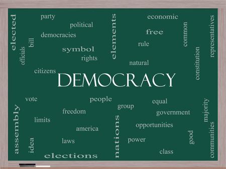 民主主義人々、権利、投票などの偉大な条件で黒板に単語雲の概念。