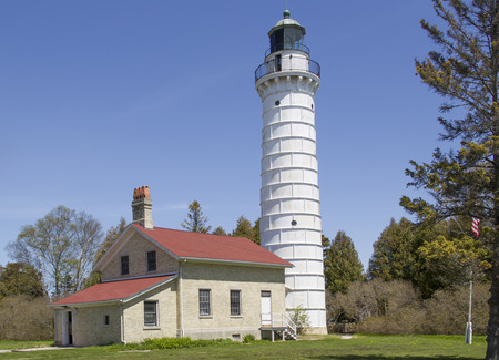 lake michigan lighthouse: El faro de la isla de Cana, en el condado de Door Wisconsin, al sur de Baileys Harbor. Construido en 1869, es de 89 pies de altura.