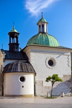 barroca Igreja de St. Wojciech na principal pra�a do mercado de Crac�via, na Pol�nia