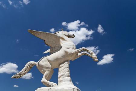 pegaso: Antique Pegasus escultura en los jardines de Boboli en Florencia, Italia