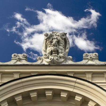 gargouille: stone gargoyle on building of Juliusz Slowacki Theater, Cracow, Poland Banque d'images