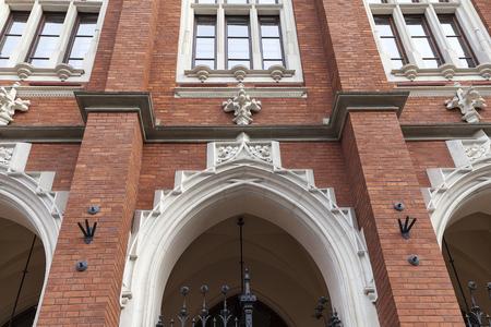 クラクフ、ポーランド - 2017 年 3 月 3 日: ヤギェウォ大学、旧市街のファサード。1364 にカジミェシュ 3 世によって設立された、ヤギェウォ大学はポ 報道画像