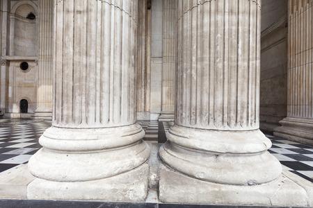 18 世紀のセント ・ ポール大聖堂、ロンドン, イギリス、雄大な列。 それは、アングリカンの記念碑的な教会、ロンドンの司教の座席 写真素材
