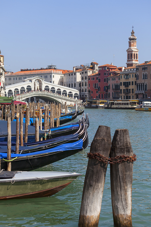 VENICE, ITALY - SEPTEMBER 22, 2017: Grand Canal, Rialto Bridge (Ponte de Rialto). Canal Grande is one of the major water-traffic corridors in the city, it is 3.8 km long Editoriali