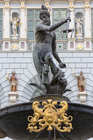 GDANSK, POLAND - JUNE 5, 2018: Neptunes Fountain Statue at Long Market  Street,  Artus Court Redactioneel