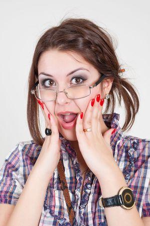 astonishment: chica con gafas, buscando en Bar-Honda asombro