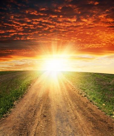 the end: Sonnenuntergang �ber dirty road Lizenzfreie Bilder