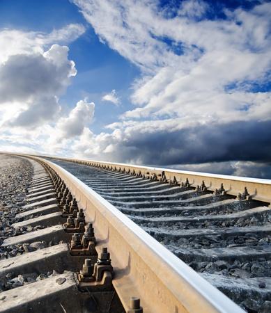 going in: Ferrocarril va en el cielo Foto de archivo