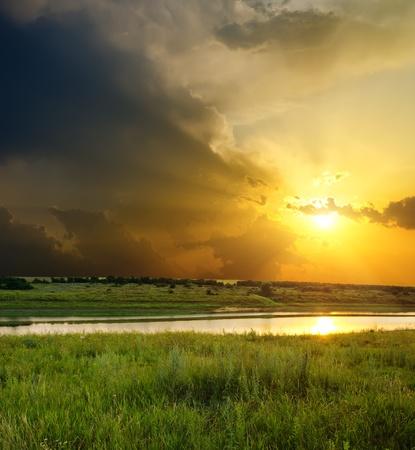 puesta de sol sobre R�o