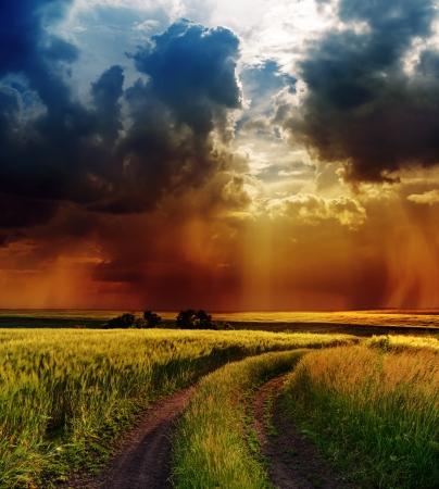 cielo tormenta: cielo espectacular en carretera