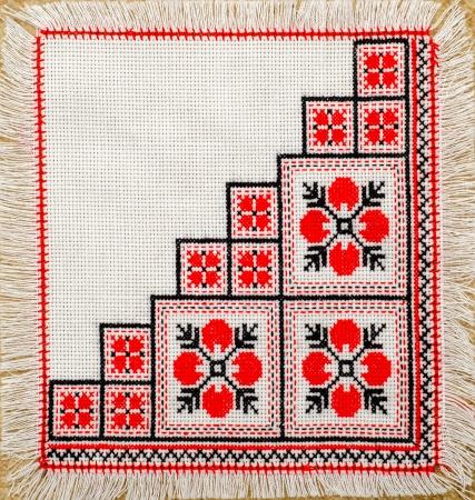 serviette: bordado buen patrón de punto de cruz. ornamento étnico ucraniano