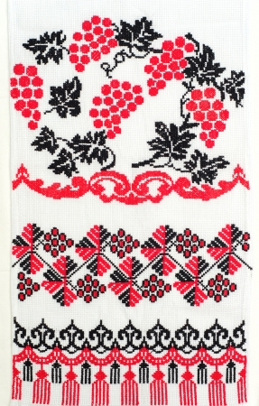 punto cruz: bueno bordada por patr?n de punto de Cruz. ornamento ?tnico ucraniano Foto de archivo