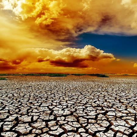 干ばつ地球上の劇的な色の雲 写真素材