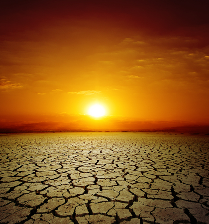 red sunset over drought earth. change of climate Banque d'images