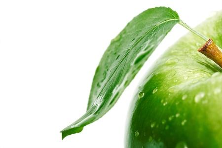 manzana agua: Manzana verde con una hoja.