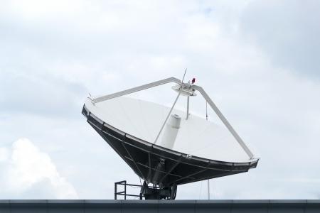 antenas parab�licas en la estaci�n de TV Foto de archivo - 16615585