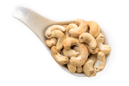 cashew nuts in a white bowl isolate on white background 版權商用圖片