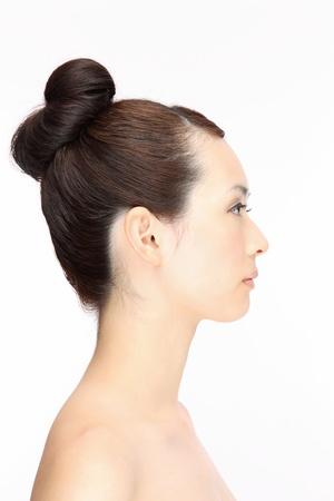 perfil de mujer rostro: Hermosa joven mujer de pelo asi�tico estilo de perfil Foto de archivo