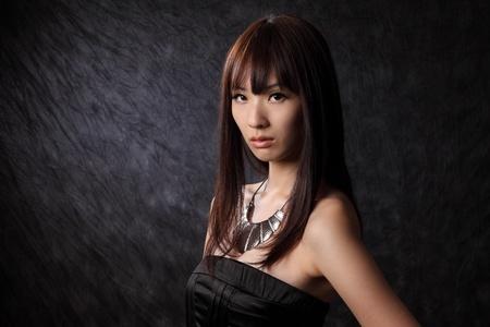 젊은 아시아 모델 검정 배경 스톡 콘텐츠