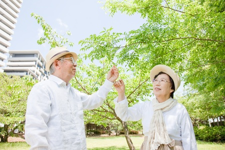 husband and wife: Pointing to an elderly couple