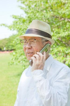 Rufen Sie die �lteren Menschen in Asien