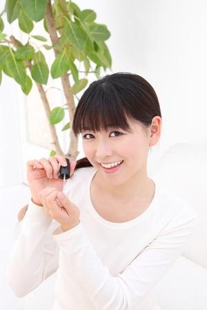 autocuidado: Mujer joven hermosa manicura asiático Foto de archivo