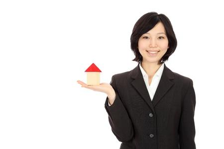 白い背景で家族モデルを日本の若い女性は、美しい