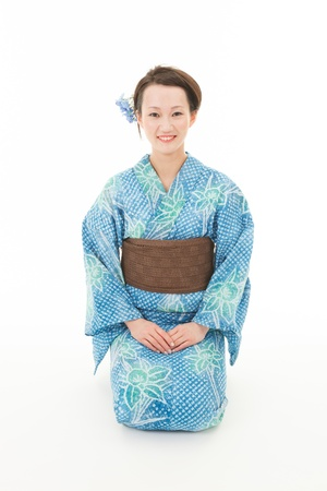 Japanese kimono girl: Nữ kimono châu Á với nền trắng
