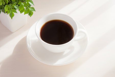机の上にコーヒー