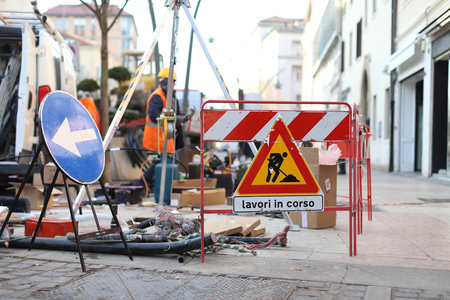 Work in progress sign. Closed road, work on repair maintenance Stockfoto