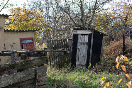 Old wooden privy in Russia 스톡 콘텐츠 - 114515305