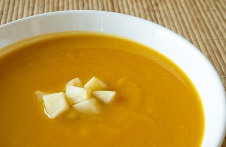 バターナット カボチャ、リンゴと生姜のスープ
