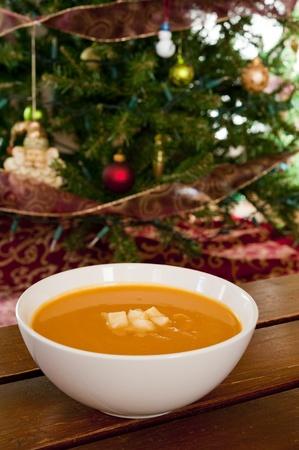 バターナット スカッシュ、アップル、クリスマスのための生姜スープ