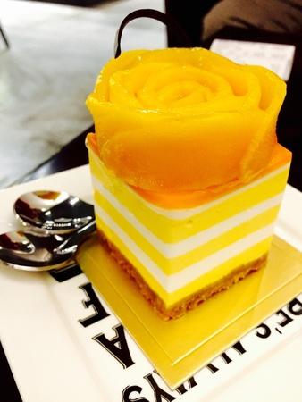 mango slice: Mango Slice Pudding Cake