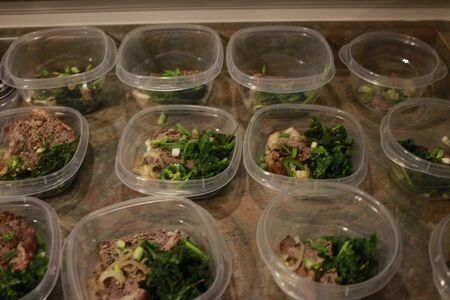 Healthy meal prep containers with quinoa, chicken and cole slaw. Standard-Bild - 134968058
