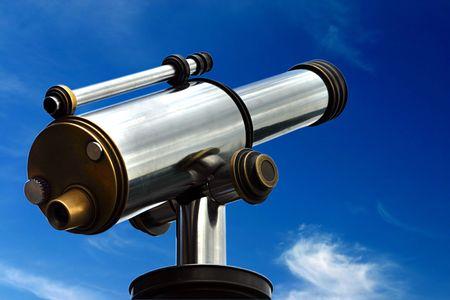 pr�voyance: Un spyglass est point� vers le ciel. C'est un symbole de la prospective et la pr�vision. Vous pouvez regarder vos objectifs et de voir clairement � l'horizon  Banque d'images